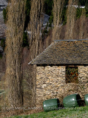 Andorra rural: La Massana, Vall nord, Andorra (lutzmeyer) Tags: pictures primavera nature rural sunrise landscape photography spring weide europe dorf village photos pics natur pueblo abril natura paisaje images fotos valley april below baixa landschaft sonnenaufgang unten andorra bilder imagen pyrenees tal springtime iberia frhling pirineos pirineus iberianpeninsula parroquia paisatge landleben pyrenen imatges rurallife poble frhjahr bordes vallnord sispony iberischehalbinsel sortidadelsol cortalsdesispony lamassanavallnord mfmediumformat livingrural lndlichesleben lamassanaparroquia lutzmeyer lutzlutzmeyercom bordesdefenerolscortalsdesispony