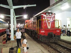 D13E-704 at Bien Hoa station, Vietnam. (Barang Shkoot) Tags: india car electric asian coach asia carriage diesel engine railway loco vietnam locomotive passenger indochina alco vnr ngst d13e dsvn