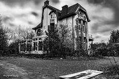The Last House on the Left ... (ericbaygon) Tags: bw black abandoned blackwhite nikon noiretblanc decay nb antwerpen dx oubli abandonn doel nikonpassion d300s