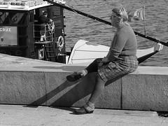 Lady in Porto (TresMariasinPie) Tags: street city bw portugal composition photo image photos dream picture ciudad pic porto moment fotografia capture toto imagen streetview fujifilmx10 tresmariasinpie