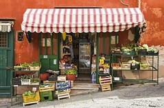 Procida, Campania, Italy, 2016 (Photox0906) Tags: street italy food orange colors fruits shop fruit outside europa europe italia magasin campania gulf couleurs traditional tomatoes vegetable tomates napoli naples grocery typical veg rue extrieur procida pente italie salads alimentation lgumes steep picerie salades devanture typique golfe legumbre campanie traditionnelle verduri
