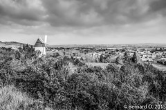 Les Hauts de Villeneuve la Comptal, le Moulin et le panorama (BO31555) Tags: life street travel people urban blackandwhite bw panorama black blancoynegro monochrome bernard landscape moulin blackwhite noir streetphotography cassoulet paysage rue landschaft campagne blanc castelnaudary castel urbanlife noire lauragais d700 ondry x100t