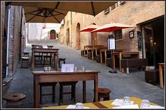 Ristorante in salita (Maulamb) Tags: sedie ombrelloni ristorante tavoli