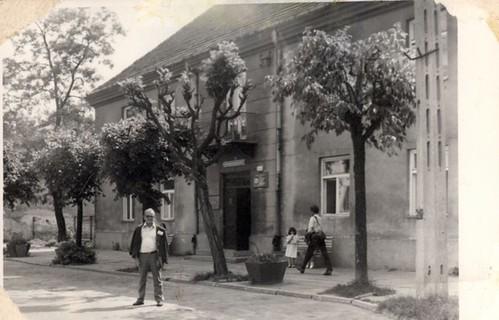 Josef Fuks. Przed Hotelem