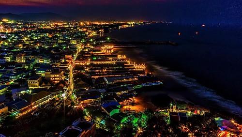 Hua Hin at Night. #huahin #prachuapkhirikhan #thailand #asia #nightphotography #cityscape #sony #sonya5000 #sonyalpha #adobe #adobelightroom #macphun #macphunintensify #macphunnoiseless