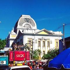 #Recife #Patrimnio #Cidade #PaisagemUrbana #Arquitetura #Pernambuco #Amarelo #Azul #Cpula (Thiago De Frana Amorim) Tags: skyline square squareformat iphoneography instagramapp uploaded:by=instagram