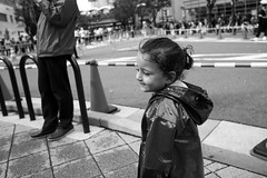 Kobe Harborland  206 (momoto0) Tags: street portrait bw canon eos blackwhite 28mm 5d usm monochrom f18 markii ef28mmf18 eos5dmarkii