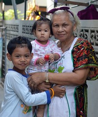 grandma and the children (the foreign photographer - ) Tags: grandma boy girl portraits children thailand nikon grandmother bangkok grand bang bua khlong bangkhen d3200 mar52016nikon