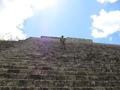 "Uxmal: la Grande Pyramide <a style=""margin-left:10px; font-size:0.8em;"" href=""http://www.flickr.com/photos/127723101@N04/25323704814/"" target=""_blank"">@flickr</a>"