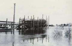 Anglų lietuvių žodynas. Žodis flood-tide reiškia n jūr. potvynis lietuviškai.