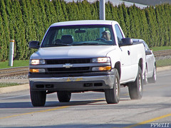 Idiot Passing In Left Turn Lane (PPWIII) Tags: chevrolet danger idiot pickup grandrapids passing seward leftturnlane