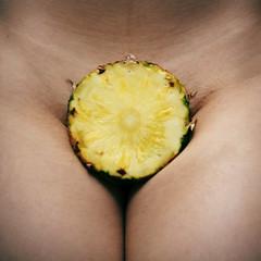 (agataribeirophotos) Tags: color nude skin body pineapple ananas abacaxi