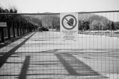 Dopo oltre cinque anni... (sirio174 (anche su Lomography)) Tags: como lago lungolago cantiere scempio spreco paratie devastazioneambientale