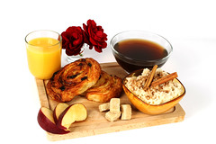 Petit djeuner (scieuxmanon) Tags: morning breakfast studio matin th petitdjeuner painauraisin