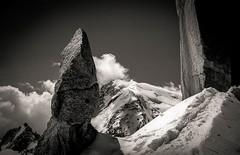Arête des Cosmiques (Frédéric Fossard) Tags: noiretblanc grain lumière ombre atmosphère dramatique montagne nature paysage glacir neige granite rocher gendarme arêtedescosmiques grandgendarme trace ciel nuage montblancdutacul altitude hautemontagne alpes hautesavoie massifdumontblanc alpinisme