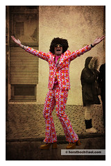 groovy (Howdys) Tags: afro parade 70s mann fasching muster umzug bunt sonnenbrille karneval donnerstag fastnacht anzug fatthursday fasnet siebziger percke badenwrttemberg schwbisch schlaghose aulendorf strase alemannisch plateauschuhe gumpiger