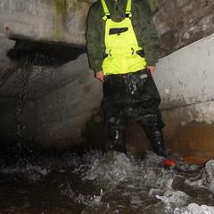 Westgate-Kanal5460 (Kanalgummi) Tags: rubber jacket worker bomber exploration sewer waders kanalarbeiter bomberjacke gummihose chestwaders goutier wathose