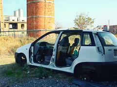 Discarica #03 (Samuele Silva) Tags: auto italia place liguria centro it porto parcheggio imperia torri divieto luogo vietato distruzione discarica rottami rimozione