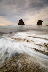 Les Jumeaux (Herv D.) Tags: longexposure sea sky mer france twins rocks waves ciel vagues rochers gemelas jumeaux hendaye hendaya poselongue oceau