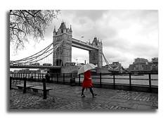 Tower Bridge (Luca Castillo) Tags: uk bridge red blackandwhite london tower blancoynegro rain umbrella towerbridge cutout puente lluvia rojo torre londres paraguas reinounido