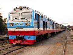 D19E-935 at Song Than station with a shuttle service (Barang Shkoot) Tags: china cat factory loco vietnam caterpillar locomotive passenger railways gauge saigon hcmc metre vnr rotfai đườngsắt dsvn d19e