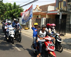 The Pride of Possessed Lion (Prayitno / Thank you for (10 millions +) views) Tags: blue indonesia java team uniform day time outdoor soccer lion champion victory parade east mascot winner jersey malang jawa timur biru konvoi arema aremania konomark singoedan satujiwa berseragam