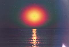 'glory days' (Roco Machado) Tags: ocean old sunset sea summer sun sol beach water colors canon mar spain agua playa 80s verano puestadesol noise viejo lamanga 90s ruido rmj glorydays