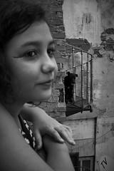 A menina e o co (Antonio_Dourado) Tags: street city cidade rio brasil riodejaneiro canon canonpowershot morrodaconceio rioantigo canonpowershotsx50hs canonsx50hs canonpowershotsx50 canonsx50