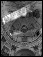 #L'Aquila #luci #finestre (Cris photo) Tags: l luci finestre