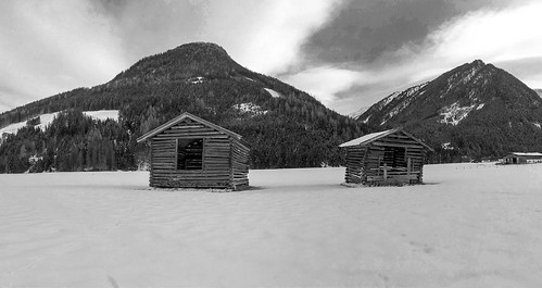 44/366 – Two huts in Pinzgau