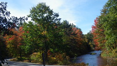 Goffstown to New Boston, NH - IMGP2253 (catchesthelight) Tags: river leafpeeping goffstownnh wwwgeneralstarkbywayorg generaljohnstarkscenicbyway