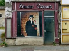 Brioux sur Boutonne - Studio Garnier (Martin M. Miles (gone for a walk)) Tags: france 79 deuxsèvres poitoucharentes chemindecompostelle viaturonensis voiedetours briouxsurboutonne studiogarnier