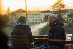 Una chiacchiera, un t, una sigaretta al tramonto (mariateresa toledo) Tags: tramonto inverno freddo coppia berna fumo sigaretta