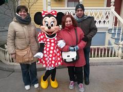 Minnie y la familia Snchez (2) (Belen y Miryam) Tags: france francia pars disneylandpars