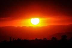Un ojo! (Mauriciove00) Tags: sunset red mxico atardecer rojo cielo nubes morelos resplandor tlacotepec zacualpandeamilpas chicomocelo