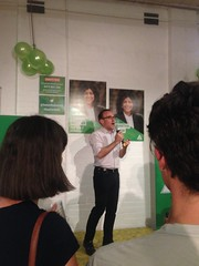 Through the crowd: Adam Bandt MP at Greens Campaign Launch for #Wills2016 (John Englart (Takver)) Tags: greens wills ausvotes samantharatnam ausvotes2016 wills2016
