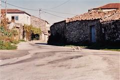 ANTES: Obras da mellora da estrada o seu paso por Vilario das Poldras (Sandis (Ourense) -  1998 (Xav Feix) Tags: rural galicia obras ourense sandis alimia vilariodaspoldras concellodesandis