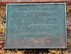 DocumentsOfFreedom (T's PL) Tags: plaque nikon williamsburgva documentsoffreedom d7000 tamron18270 nikond7000 tamron18270f3563diiivcpzd documentsoffreedomplaque