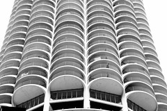 Marina City Tower - Chicago IL (Meridith112) Tags: autumn blackandwhite bw chicago building fall architecture mono illinois nikon october midwest patterns il marinacity 1964 cookcounty flickrmeetup corncob skyscrapper bertrandgoldberg 2015 wscf flickrgroupmeetup nikon2485 westsuburbanchicagoflickrers marinacitytower nikond610 westernsuburbanchicagoflickr photowalk1032015 wscfphotowalk1032015