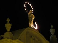 """Léon: la cathédrale basilique de l'Assomption by night <a style=""""margin-left:10px; font-size:0.8em;"""" href=""""http://www.flickr.com/photos/127723101@N04/26022726743/"""" target=""""_blank"""">@flickr</a>"""