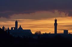 Sunset (hbothmann) Tags: sunset skyline zonsondergang tramonto sonnenuntergang prdosol tuscany siena toscana ocaso  coucherdesoleil toskana   zachdsoca panoramaurbano    panoramaurbain
