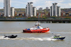 Sir Robert Peel II MP4 +MP10 + Zp Bear (3) @ Gallions Reach 28-04-16 (AJBC_1) Tags: uk england london boat ship unitedkingdom police vessel tugboat tug rib riverthames lawenforcement mp4 eastlondon gallionsreach nikond3200 northwoolwich newham metpolice policeboat mp10 londonboroughofnewham ukpolice metropolitanpoliceservice kotug sirrobertpeelii targa31 marinepolicingunit ukemergencyservices dlrblog ajc zpbear kotugeuropeanharbourtowage