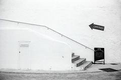 03092012-la flecha.jpg (JC. Marugán) Tags: byn film galicia 40mm leicam2 revelado objetivosantiguos kodakdoublex5222 opticasmanuales vacaciones2012 rokkorcle40f2 mastershotlfi rodinal16012min20º