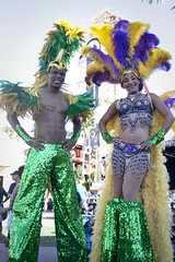 (Wamzy_) Tags: costumes beads orlando neworleans feathers parade mardigras universalstudios stilts stiltwalkers universalstudiosorlando universalmardigras universalmardigrasparade