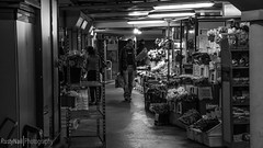 Underground Shopping (BlackPassion Photography) Tags: bw white black canon underground licht stuttgart nail rusty blumen adobe ubahn mann tamron schwarz bnw verkaufen lightroom rustynail weis 650d untegrund