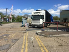 Waiting to load (South Strand Trucking) Tags: railway lorry load artic scania longdens