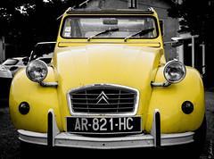 DSC_0732 (La Marquise de Jade) Tags: car jaune voiture couleur yellox slective
