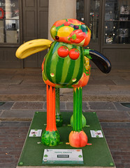 London, Shaun The Sheep In Covent Garden, Tutti Frutti (Martin Pettitt) Tags: uk trip summer london capital september coventgarden dslr citycentre aardman tuttifrutti shaunthesheep greaterlondon nikondslr nikond90 afsdxvrzoomnikkor18200mmf3556gifedii nikond7100 shauninthecity
