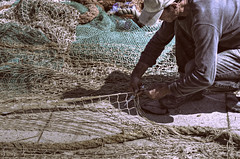 Un Uomo che sta Riparando la sua Rete da Pesca (Paul B0udreau) Tags: italy ontario canada man green port boats canal italian nikon samsung rope niagara master layer nets ostia fiumicino ribbet vivaitalia photomatix tonemapping nikkor1855mm d5100 samsungmaster paulboudreauphotography nikond5100
