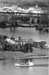 Gasworks Park and I-5 bridge, circa 1985 (Seattle Municipal Archives) Tags: seattle boats i5 bridges lakeunion 1980s gasworkspark wallingford interstate5 seattlemunicipalarchives